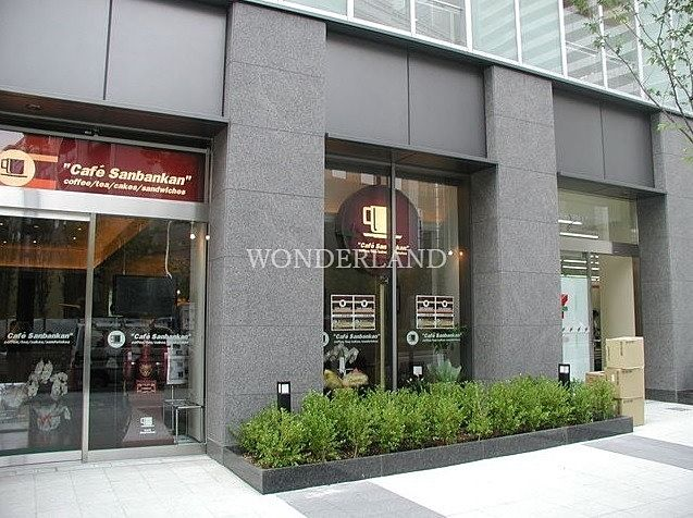 1階にはセブンイレブンやカフェ 三番館 なんば店が有ります。