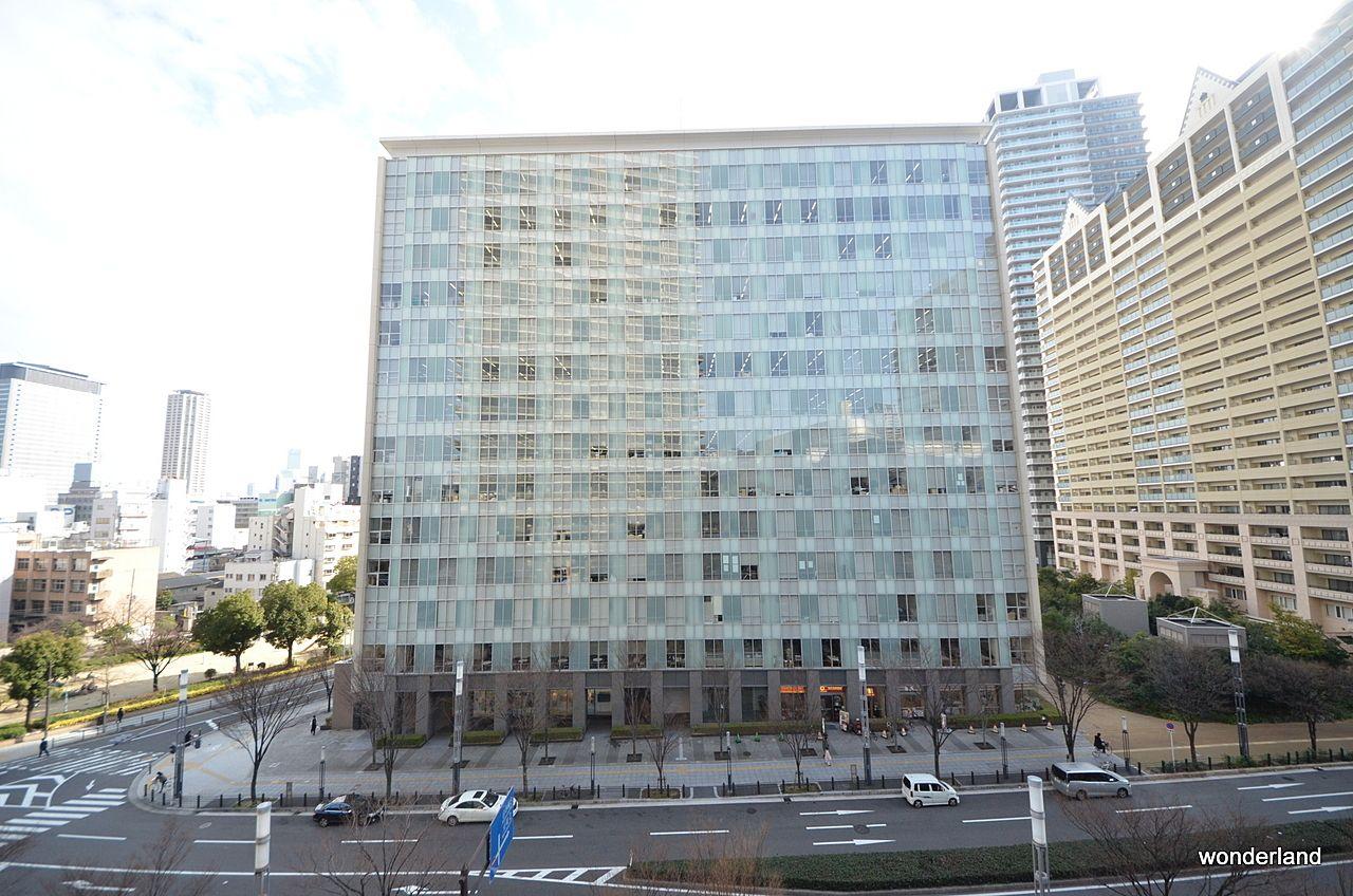 ローレルタワー難波の南側にはサンケイ新聞本社があります。