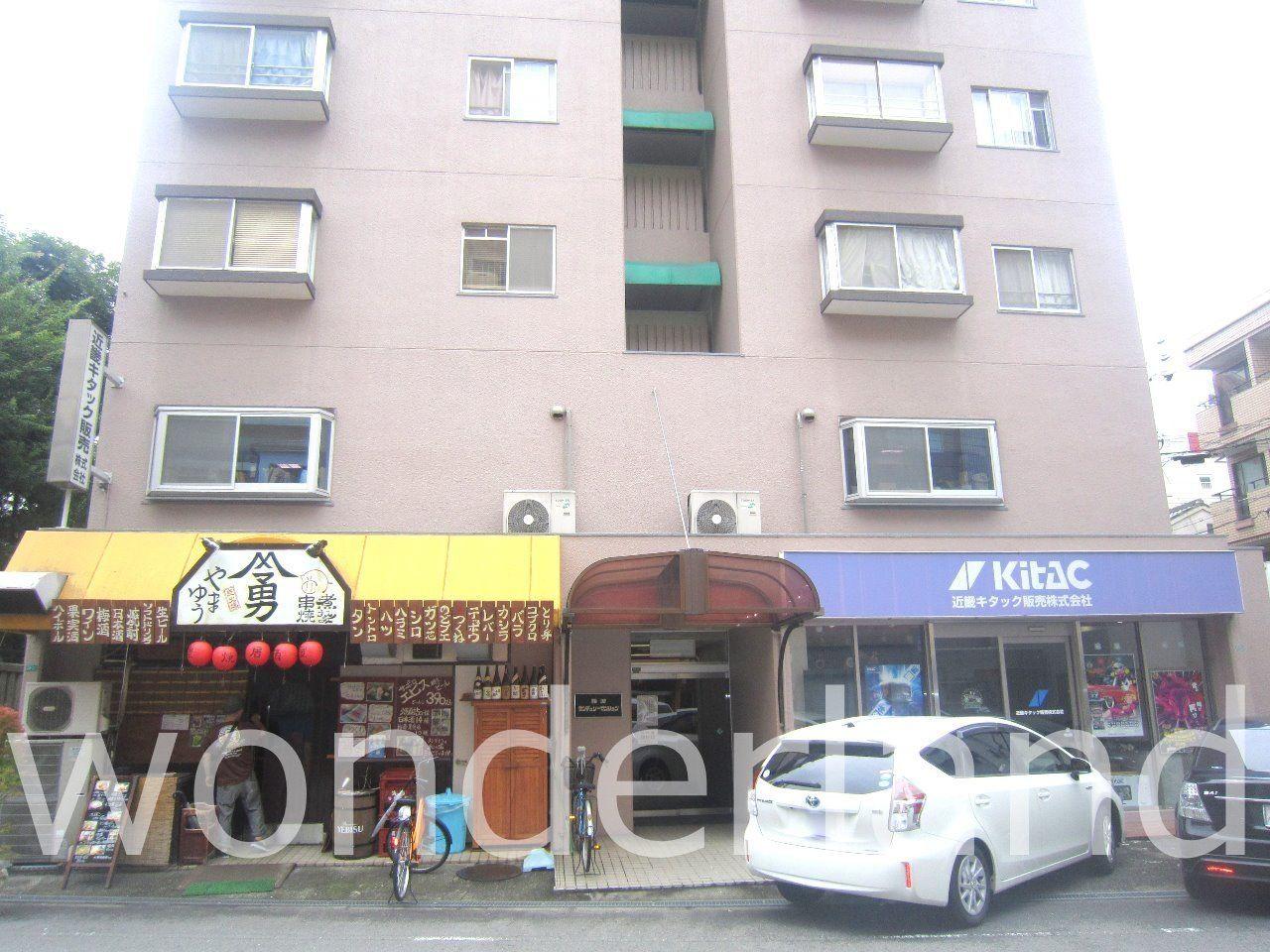浪速区元町2丁目の分譲マンションとなります。 1階には飲食店が路面店で営業しています。 ユニットバス・キッチン・室内洗濯パン新調!! 表紙
